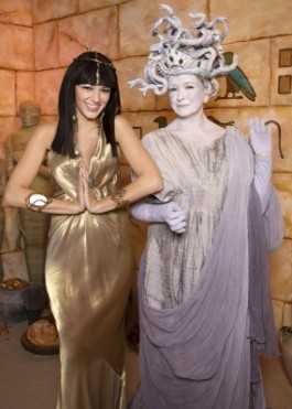 78284_blake-lively-as-cleopatra-and-martha-stewart-as-medusa-for-halloween-2008.jpg
