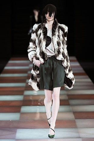 MILANO FASHION WEEK: GIORGIO ARMANI FALL 2010.