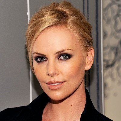 Obožavamo smokey look Charlize Theron