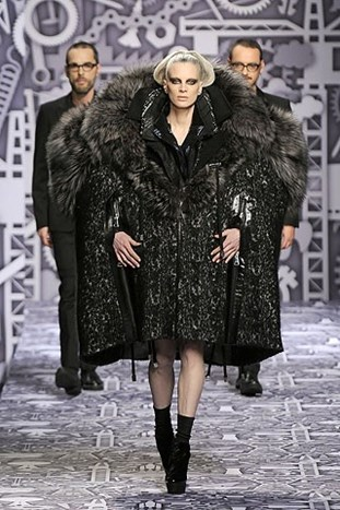 PARIS FASHION WEEK: VIKTOR&ROLF FALL 2010.