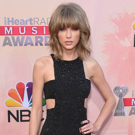 Taylor Swift plijeni poglede u mini haljini