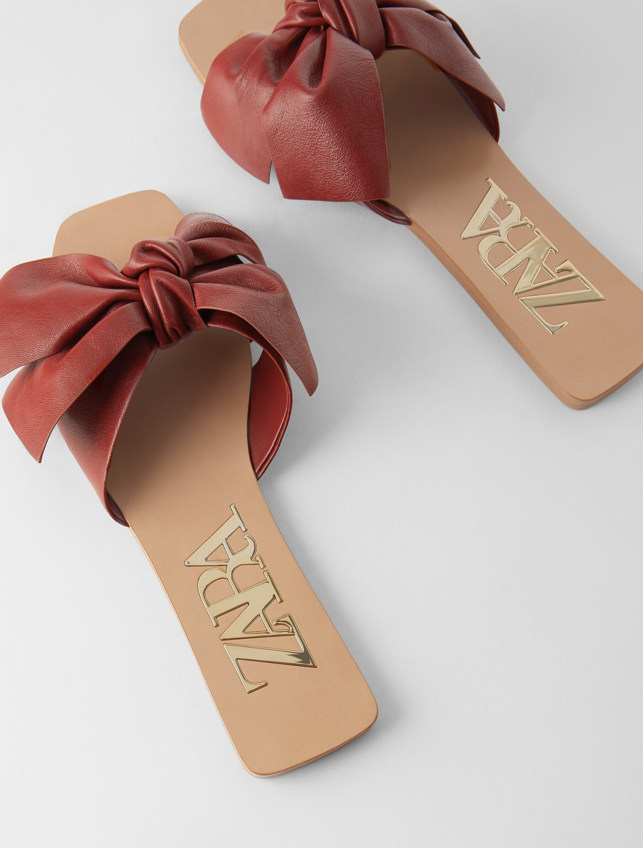 Zara Ima Najljepše Ravne Sandale Koje Će Upotpuniti Svaki