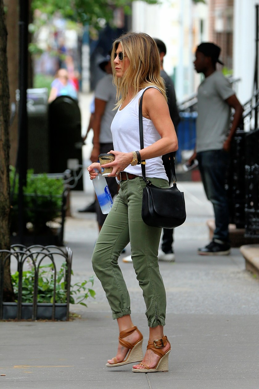 Iz Kojih Ljetnih Sandala Ne Izlazi Jennifer Aniston Fashion Hr Style Community