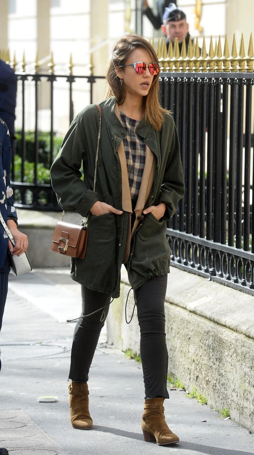 Jessica Alba Zna Kako Kombinirati Parku Fashion Hr Style Community